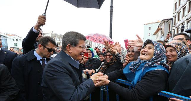 Konya: Davutoğlu von Menschenmenge empfangen