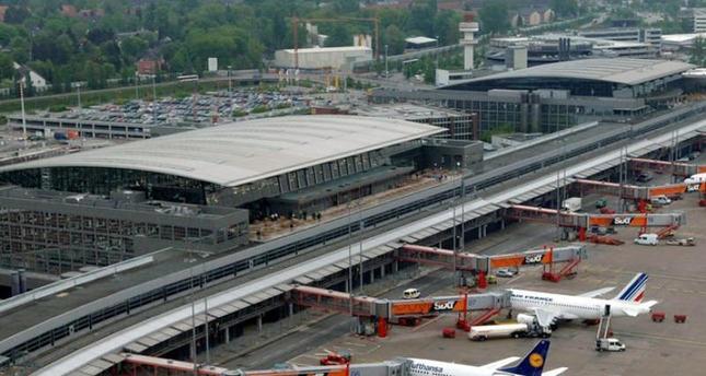 Polizei durchsucht nach Droh-Mail falsches Flugzeug auf Hamburger Flughafen