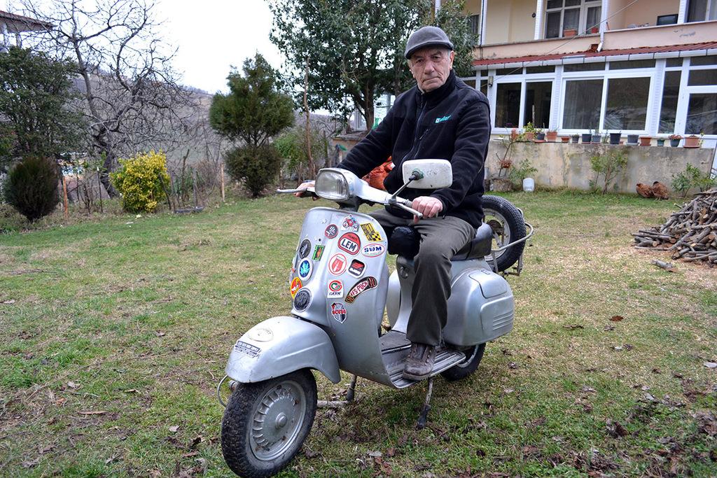 In his 80s, Turkish man recalls inspiring adventure around the world on his old friend Vespa