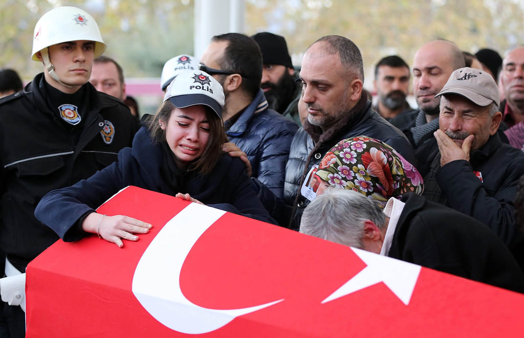 Relatives of police officer Haşim Usta who was killed in PKK terrorist attacks on Dec. 10 mourn over his coffin during the funeral in Istanbul, Turkey, 12 December 2016 (EPA Photo)