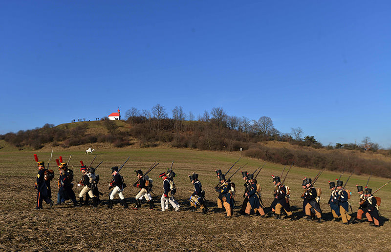 Historical re-enactment enthusiasts dressed as soldiers march on the Austerlitz battle field on December 3, 2016 prior a re-enactment of Napoleon's famous battle of Austerlitz. (AFP Photo)