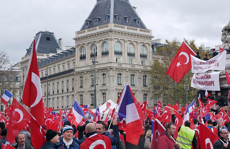 Anti-terror demonstrations in Place de la République, Paris on Nov. 20, 2016. (AA Photo)