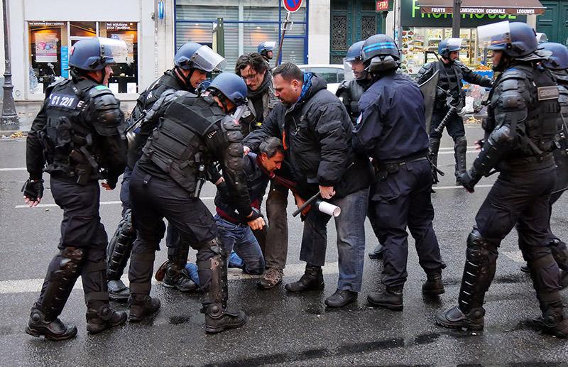 French police intercept pro-PKK assaulter in Place de la République, Paris on Nov. 20, 2016. (AA Photo)
