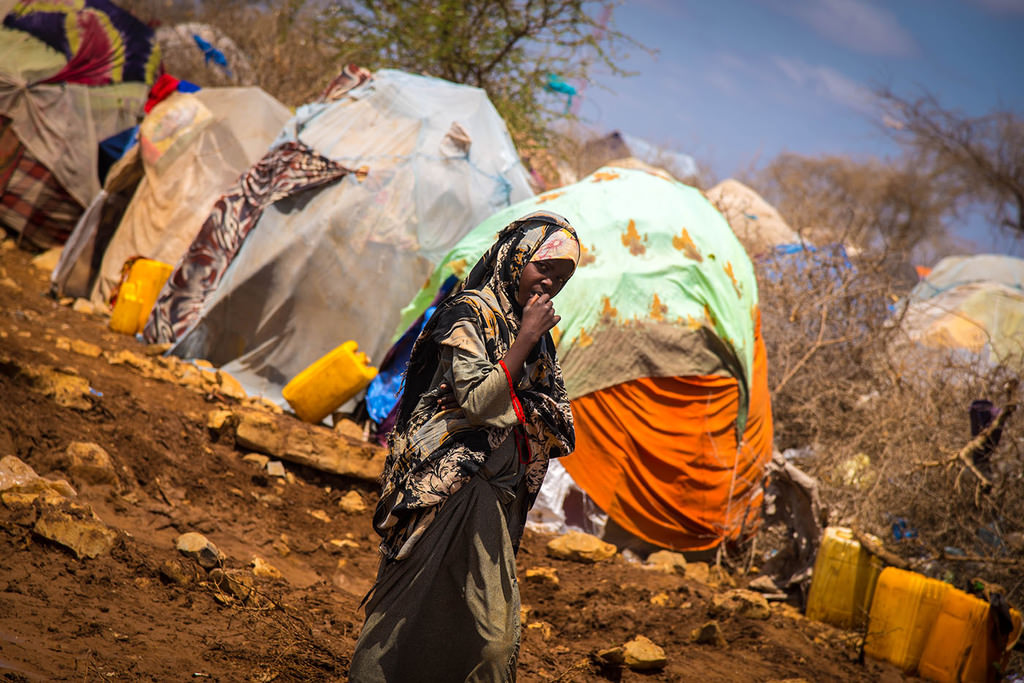 To live closer to water and food resources, starving Somalis set up tent camps in Mogadishu and Baidoa where they must endure harsh conditions.