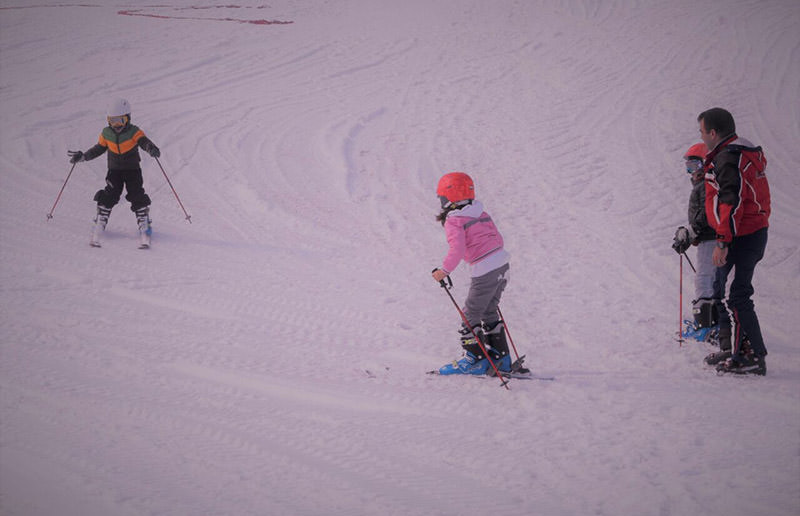 Turkish soldiers give ski lessons to children in southeast Turkey