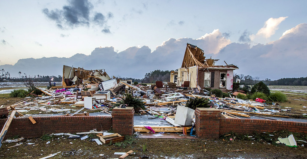 A house that was cut in half by a tornado near were seven people were killed outside Adel, Georgia USA on 22 January 2017. (EPA Photo)