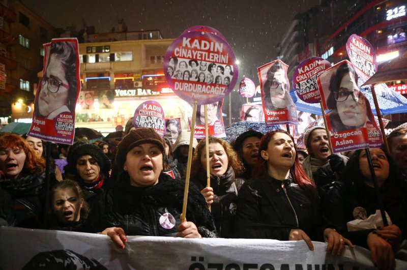 Women shout slogans and hold a portrait of 20-year-old Özgecan Aslan, who was murdered after she resisted an alleged attempt to rape her in the southern city of Mersin, during a demonstration against Aslan's murder in Ankara on February 16, 2015 (AFP File Photo)