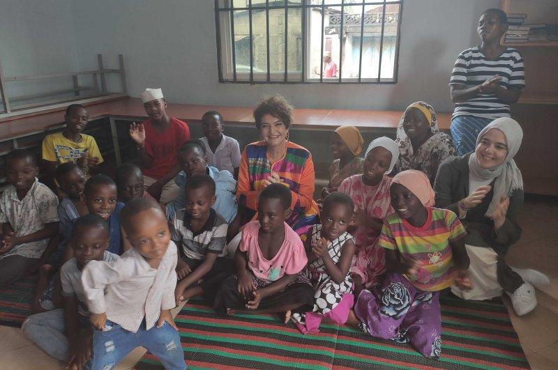Yeşim Davutoğlu (C) surrounded by children in the orphanage in Dar Es Salaam, Tanzania, Feb. 12, 2020. (Daily Sabah)