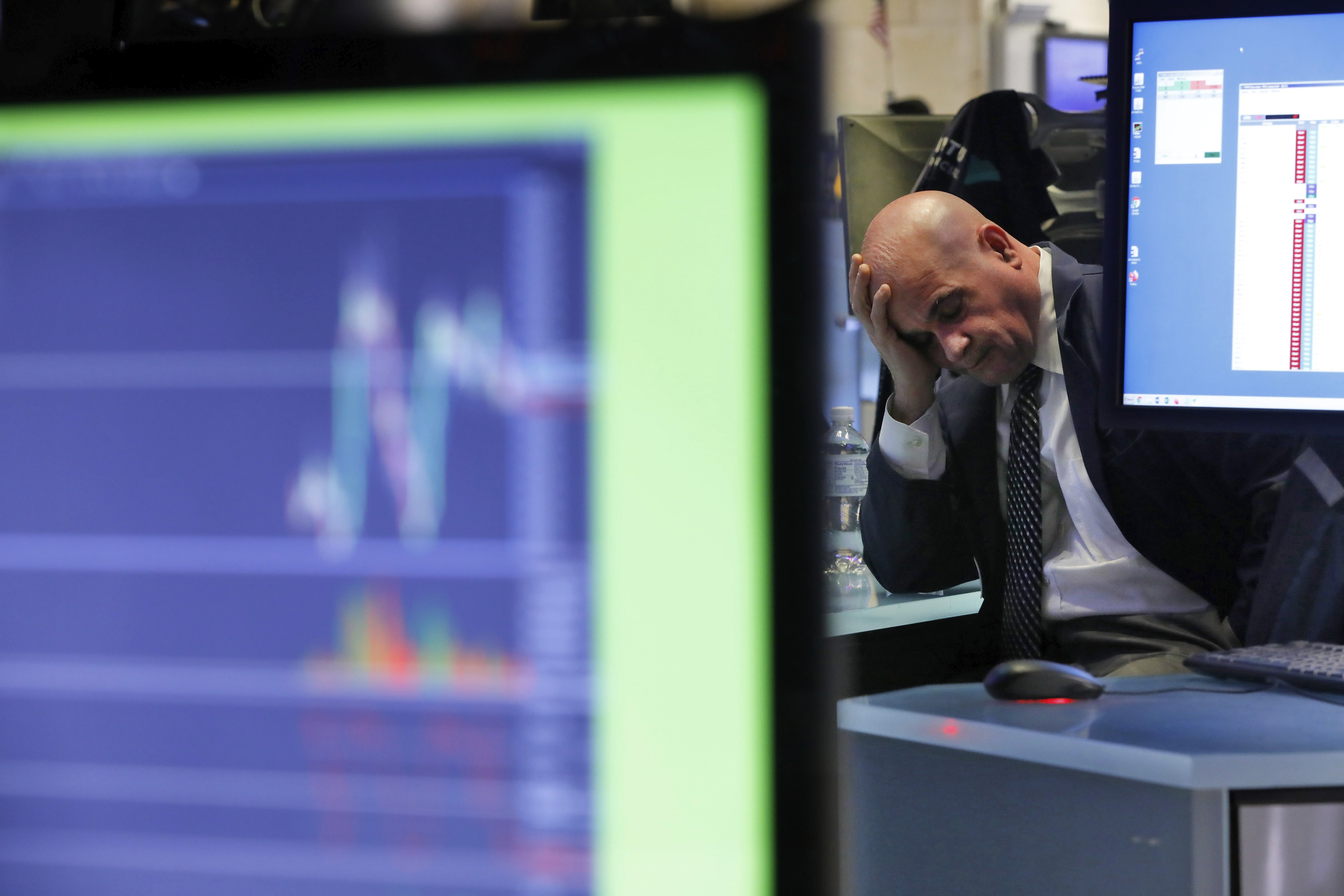 Dow falls 7% in two days as US stocks sell-off deepens on coronavirus fears thumbnail
