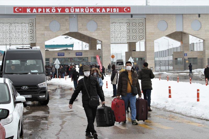 People seen at Kapıköy Border Gate in eastern Turkey's Van province near the Iranian border, Feb. 20, 2020. (AA Photo)