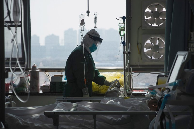 A medical staff member treats a patient infected with COVID-19 at a hospital in Wuhan in China's central Hubei province, Feb. 22, 2020. (AFP Photo)