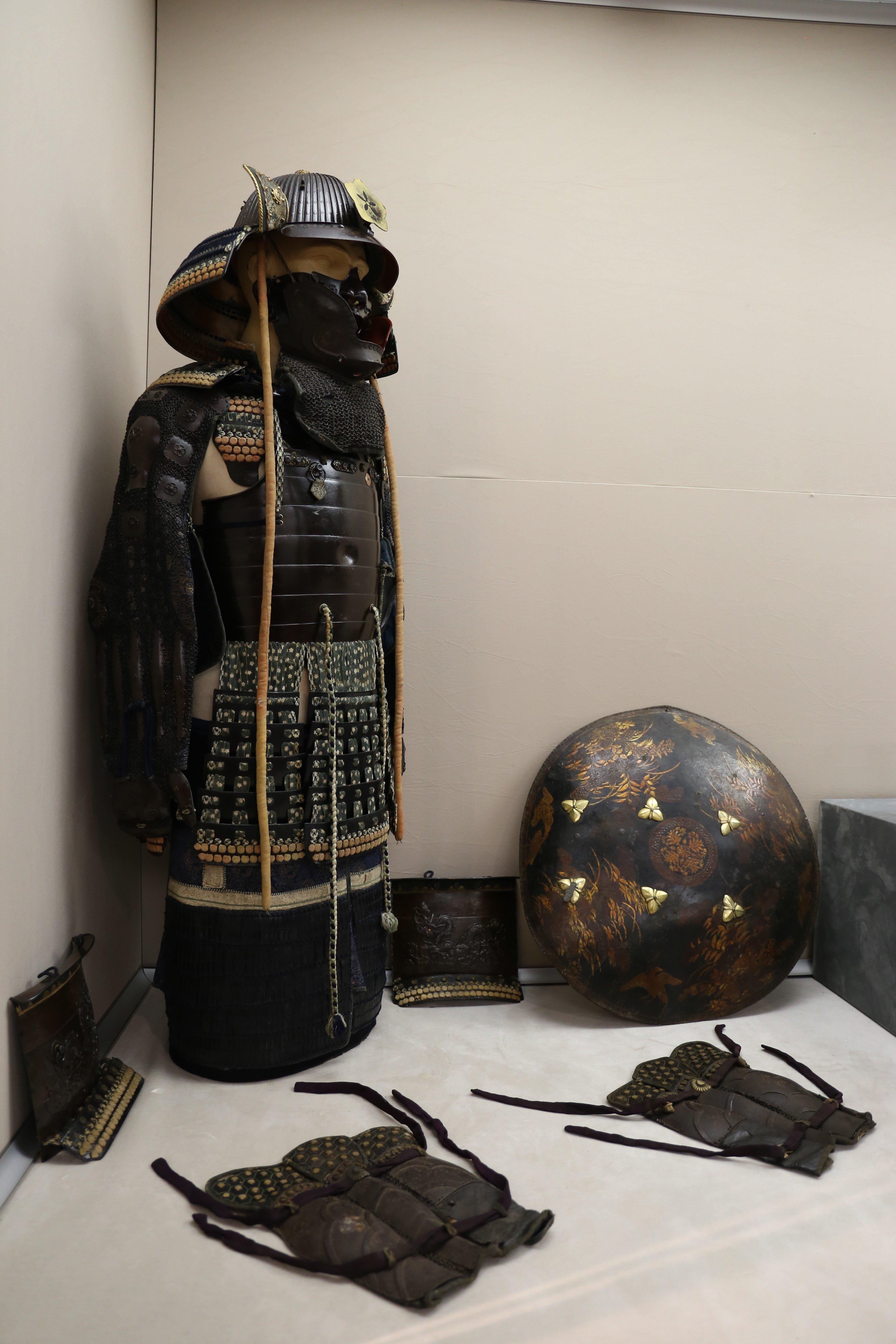 The body armor dates back to the 1600s and belongs to the legendary Samurai warriors. (İHA Photo)