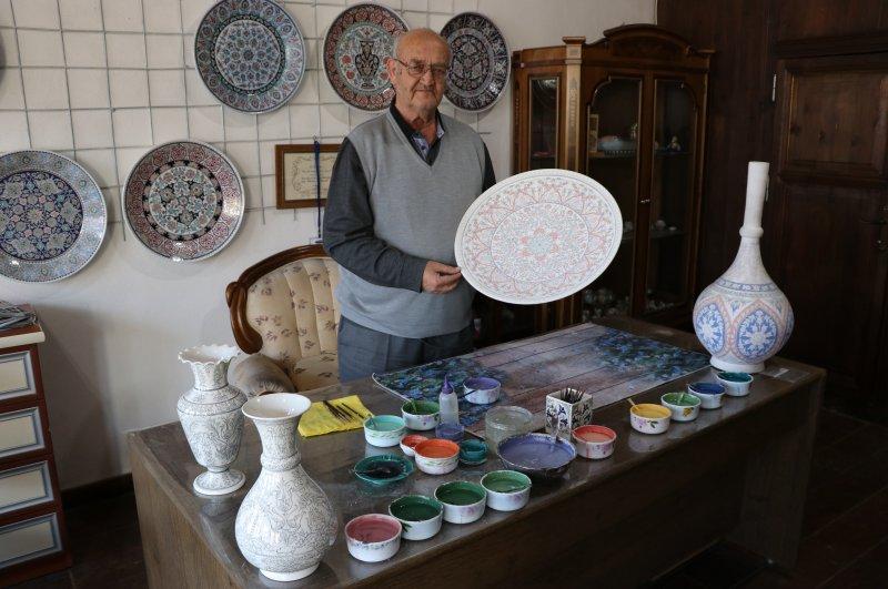 Hamza Üstünkaya poses with some of his works. (AA Photo)