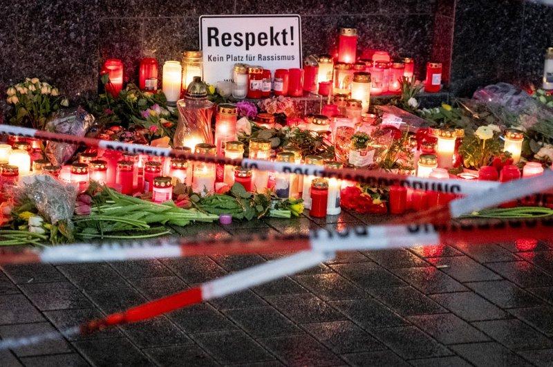 Candles light near the bar where several people were shot at Heumarkt in Hanau, Sunday, Feb. 23, 2020. (AP)