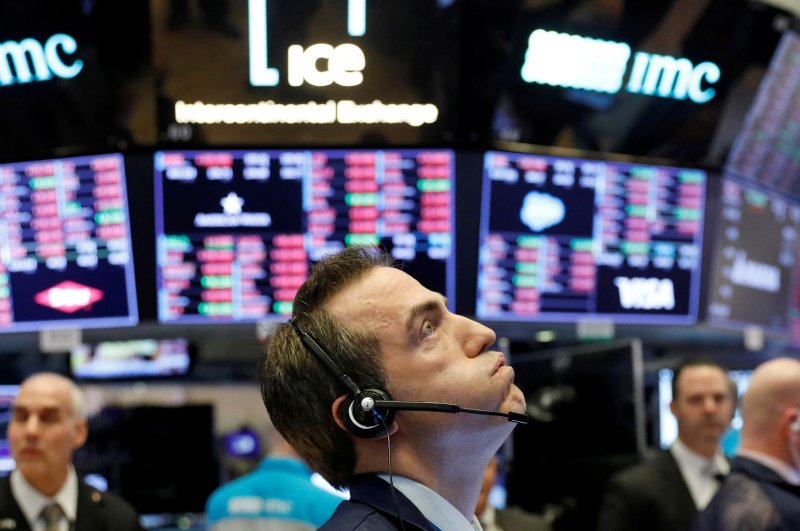 A trader works on the floor of the New York Stock Exchange shortly before the closing bell as the market takes a significant dip, New York, U.S., Feb. 25, 2020. (Reuters Photo)