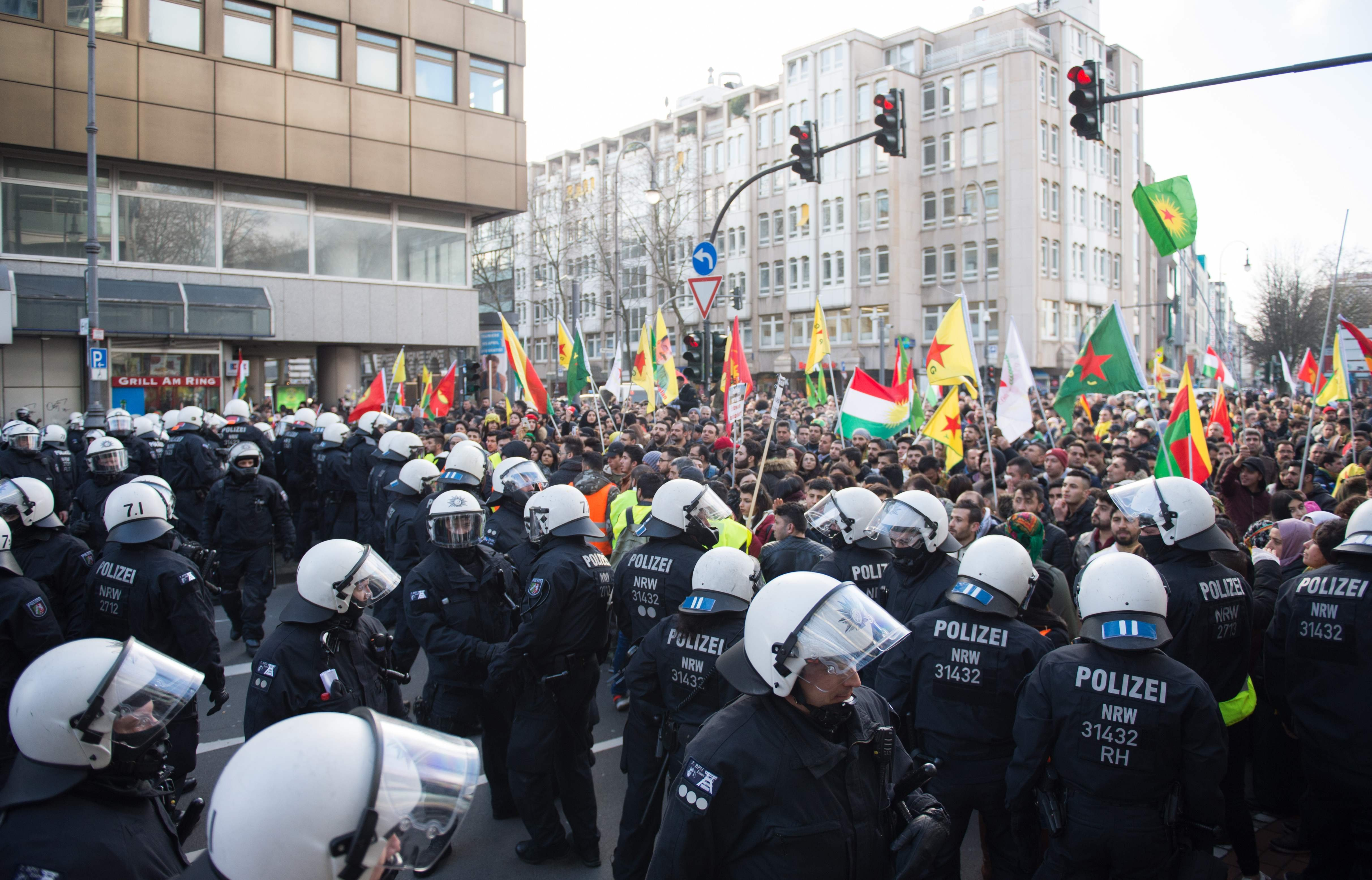 Police officers stop a mass demonstration by in Cologne with more than 20,000 PKK supporters protesting against the Turkish military operation in the Syrian enclave of Afrin, on January 27, 2018. (AFP Photo)