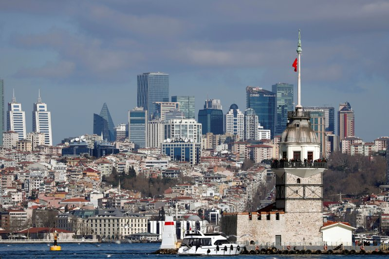 Maiden's Tower, an islet on the Bosphorus, is pictured with the city's skyscrapers in the background in Istanbul, Turkey, February 23, 2020. (Reuters Photo)