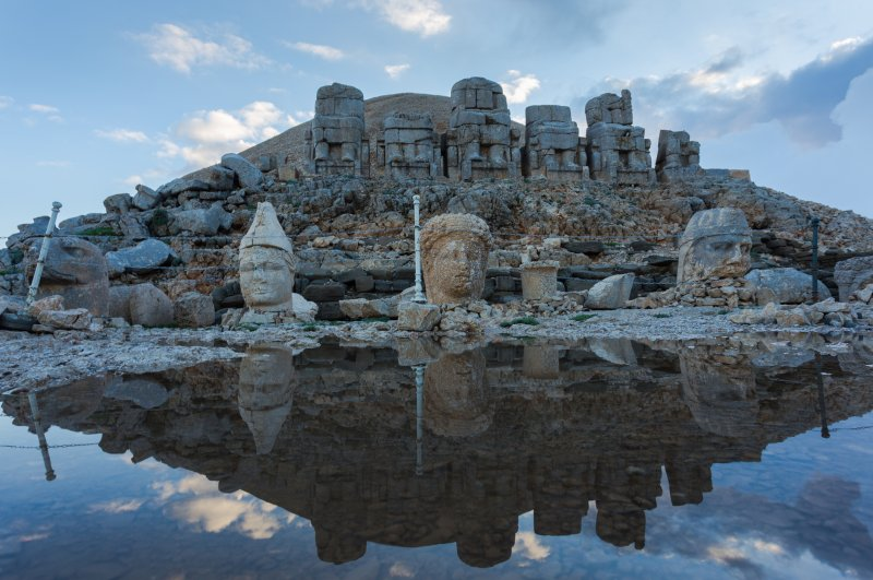 Towering 2,134 meters over Turkey's southeastern province of Adıyaman, Mount Nemrut welcomes thousands of tourists every year. (iStock Photo)