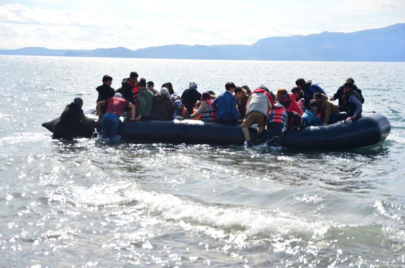 Irregular immigrants moved to the regions with a coast on the Aegean Sea to cross to the Greek islands, Feb. 28, 2020. (AA)