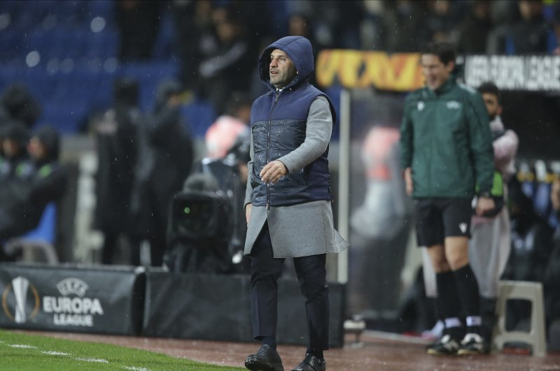 Okan Buruk gives instructions to his players during the match against Sporting Lisbon, Istanbul, Feb. 27, 2020. (AP Photo)