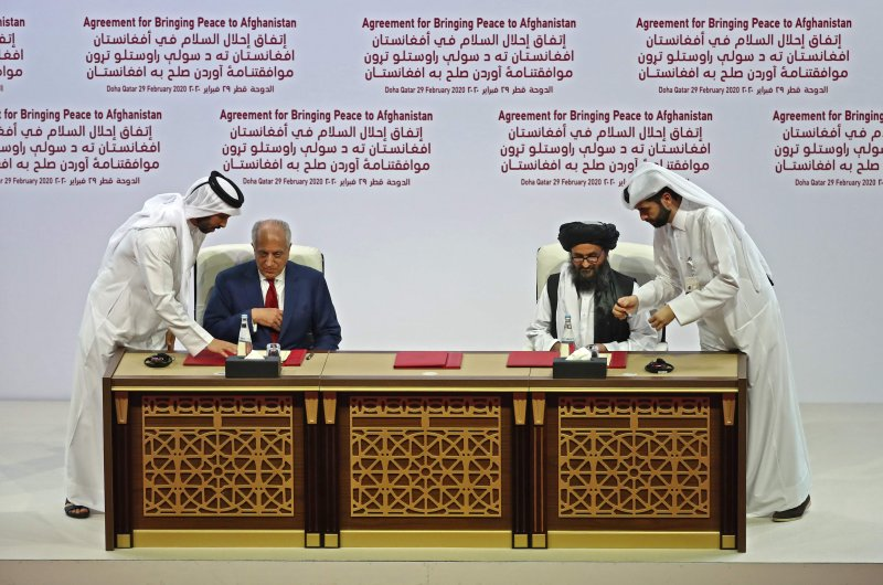(L to R) US Special Representative for Afghanistan Reconciliation Zalmay Khalilzad and Taliban co-founder Mullah Abdul Ghani Baradar sign the US-Taliban peace agreement during a ceremony in the Qatari capital Doha on February 29, 2020. (AFP Photo)