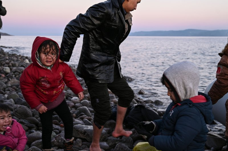 Thousands of migrants flocked to Edirne's Pazarkule border crossing and to the Aegean coast to Greece after Turkish officials announced the opening of borders,  March 2, 2020. (AFP Photo)