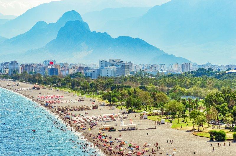People are seen on a beach in the Mediterranean resort city of Antalya, Aug. 18, 2019. (İhsan Yıldızlı / iStock Photo)