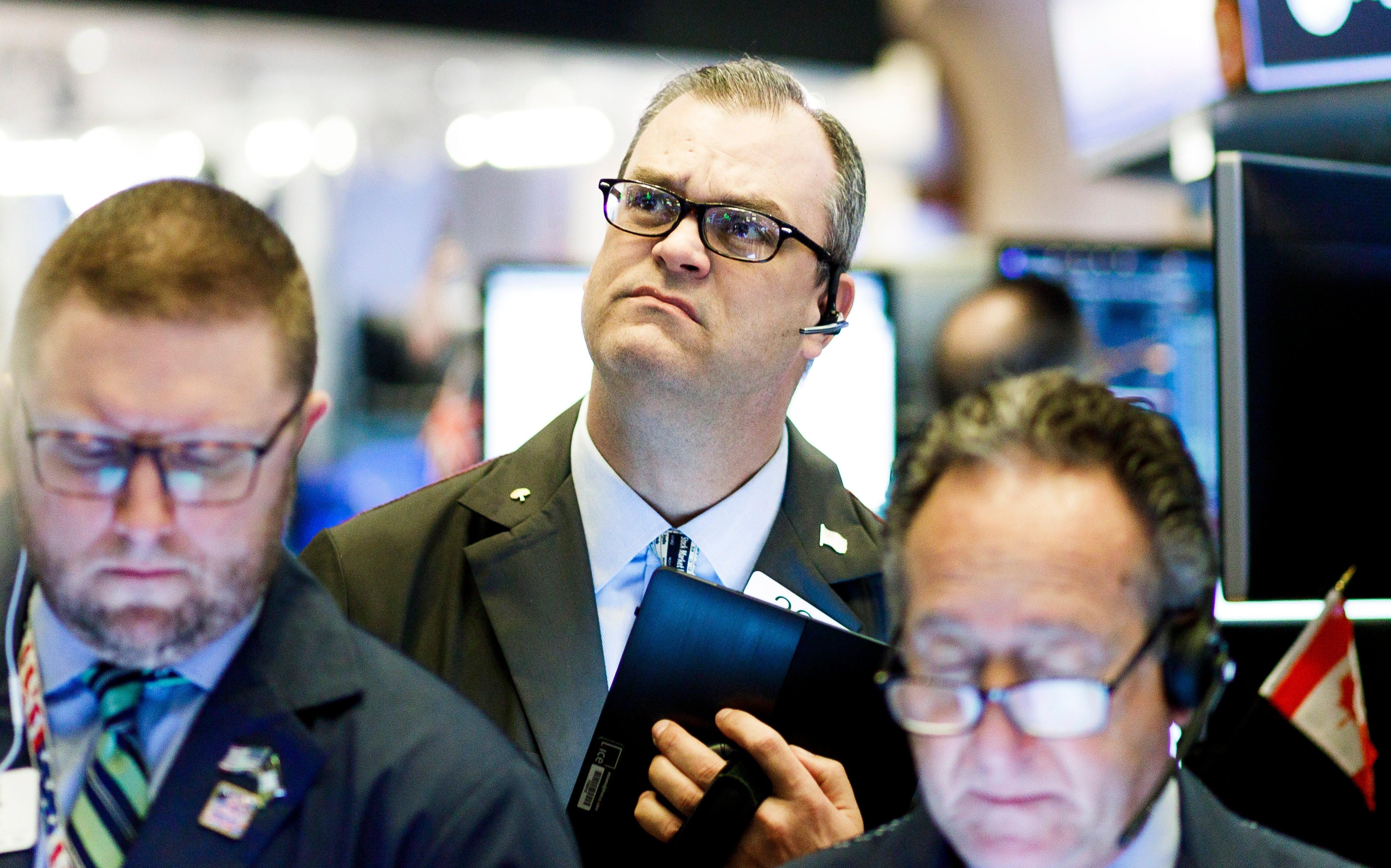 US stocks tumble amid skepticism of Fed rate cuts thumbnail