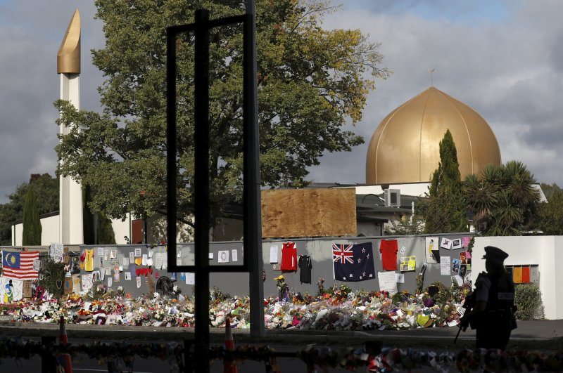A police officer stands guard outside al Noor mosque, Christchurch, March 22, 2019. (Reuters Photo)