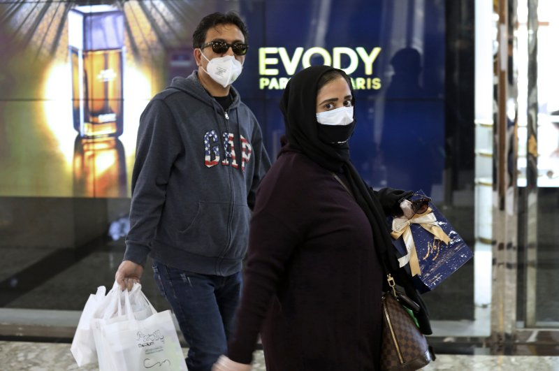 People shop while wearing face masks and gloves, Tehran, March 3, 2020. (AP Photo)