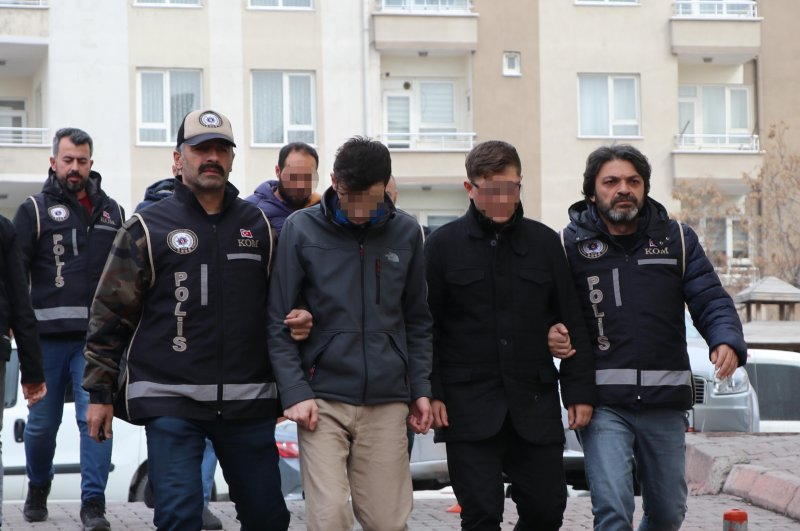Police escort FETÖ suspects to the courthouse, Kayseri, Mar. 4, 2020. (DHA Photo)