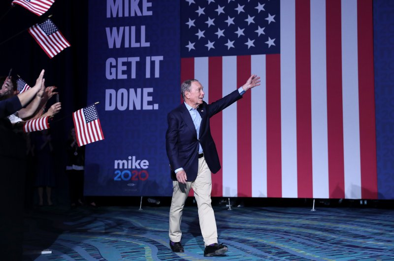Democratic presidential candidate former New York City Mayor Mike Bloomberg walks out before speaking at his Super Tuesday night event, West Palm Beach, Florida, March 3, 2020. (AFP Photo)