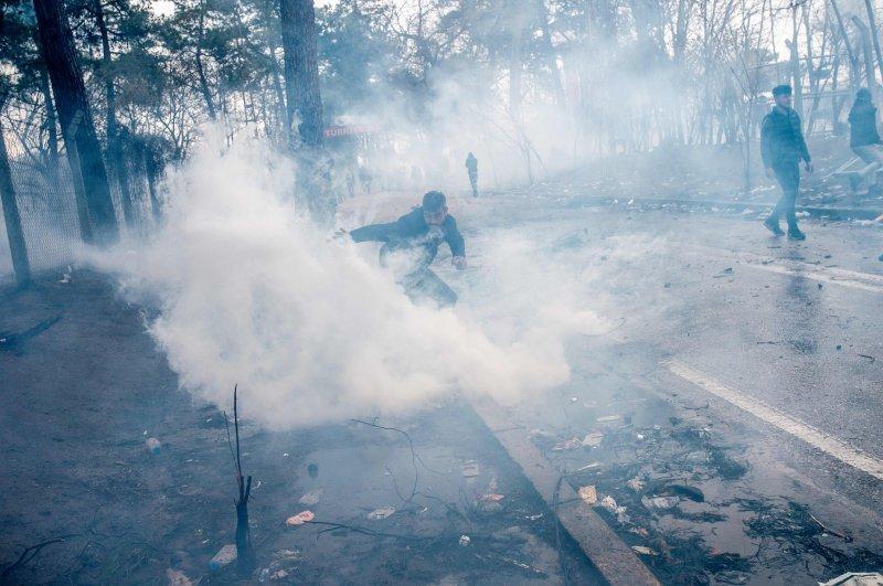 Greek police fires tear gas at migrants on the buffer zone Turkey-Greece border, near Pazarkule crossing gate in Edirne, Turkey,  on March 4, 2020. (AFP Photo)
