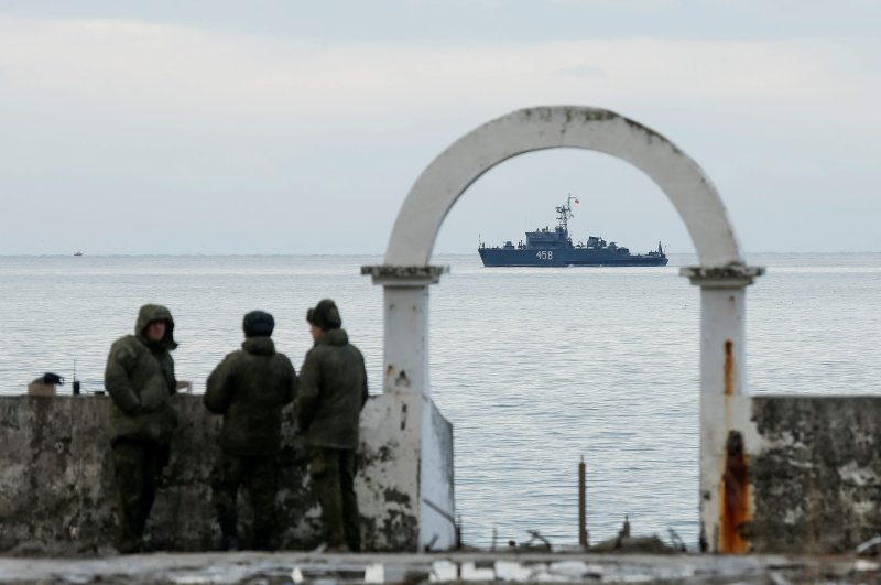Military personnel watch on a pier as navy ship sails near the crash site of a Russian military Tu-154 plane, which crashed into the Black Sea on its way to Syria on Sunday, in the Black Sea resort city of Sochi, Russia, Dec. 26, 2016. (Reuters File Photo)