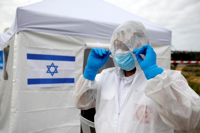 A paramedic adjusts his protective suit as he prepares outside a special polling station set up by Israel's election committee so Israelis under home-quarantine, such as those who have recently traveled back to Israel from coronavirus hot spots can vote in Israel's national election, in Ashkelon, Israel March 2, 2020. (Reuters Photo)