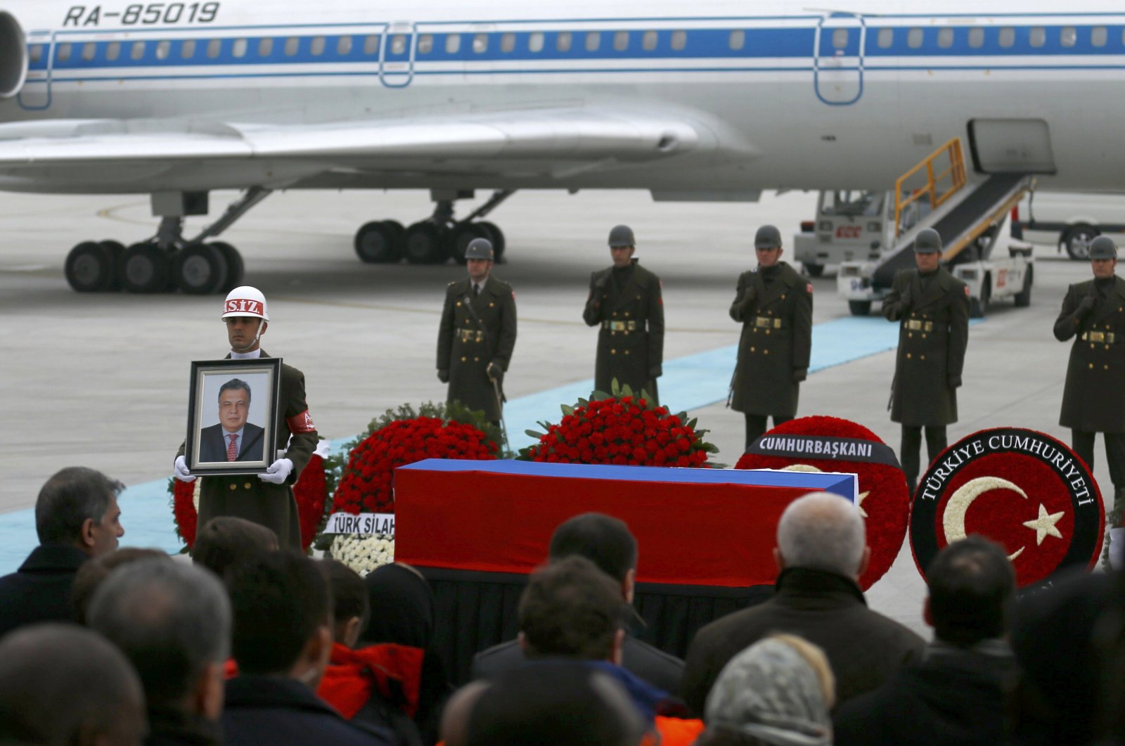 Flag-wrapped coffin of Karlov is carried to a plane during a ceremony, Ankara, Dec. 20, 2016. (Reuters Photo)