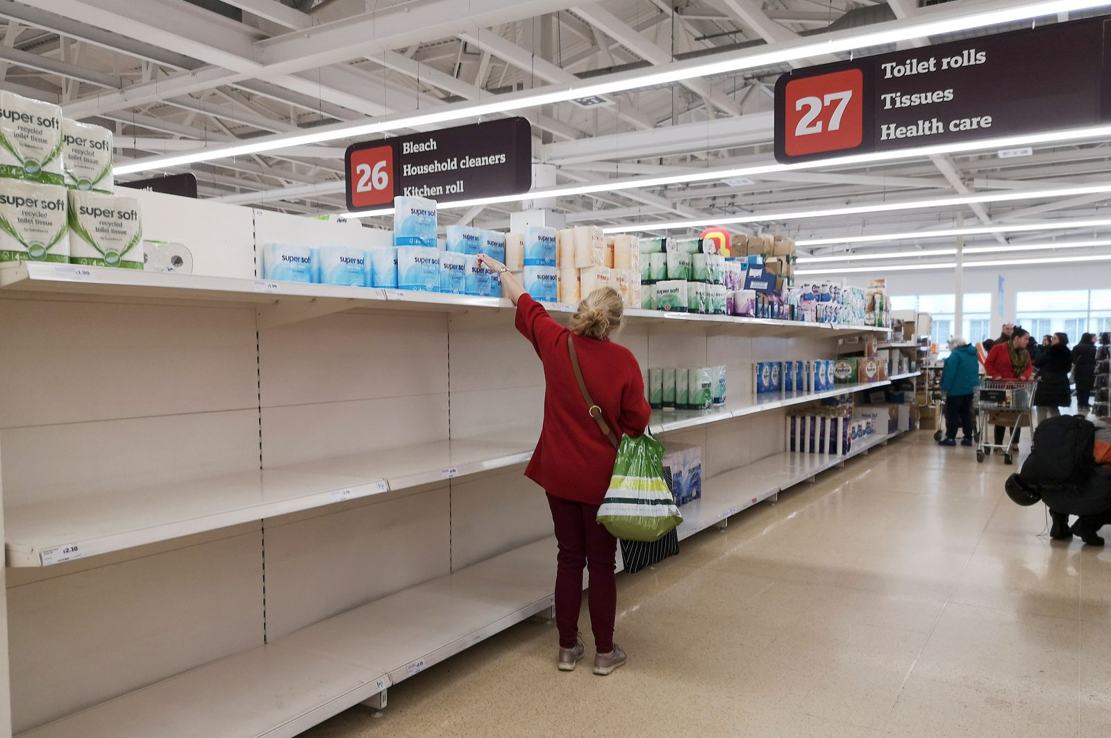 A picture shows empty shelves in the toilet paper aisle in a supermarket, London, March 4, 2020. (AFP Photo)