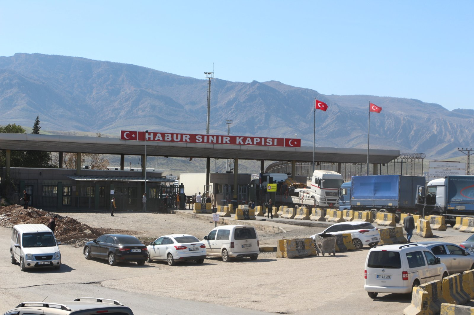 Habur border gate in southeastern Turkey's Şırnak province bordering Turkey. (DHA Photo)
