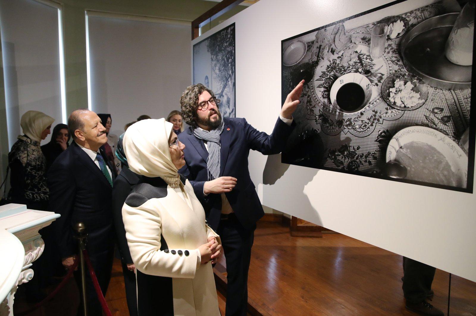 "First lady Emine Erdoğan tours the ""Kökler"" exhibition at the Kalyon Kültür. (AA Photo)"