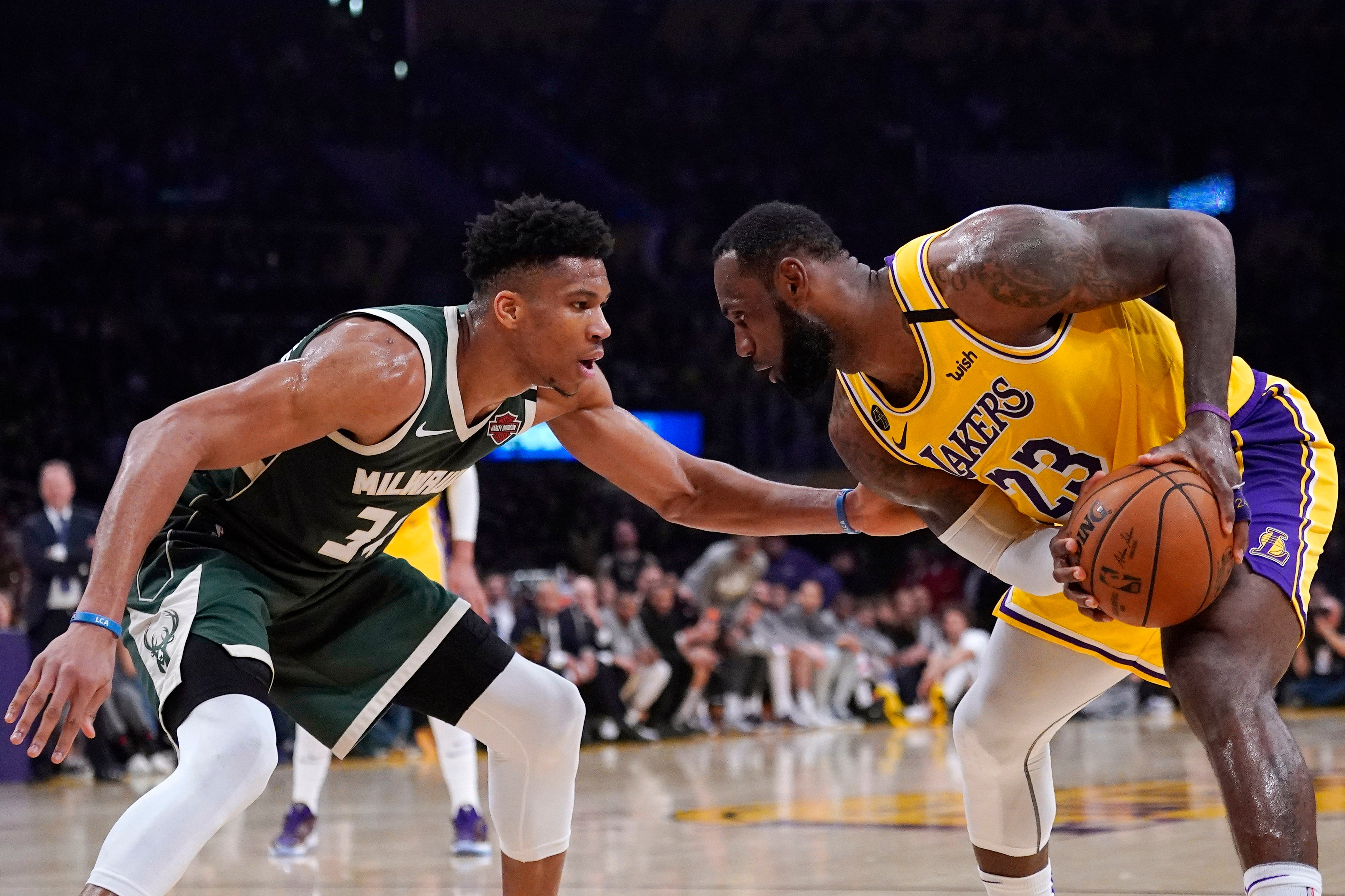Lakers beat Bucks in NBA conference leaders clash | Daily ...