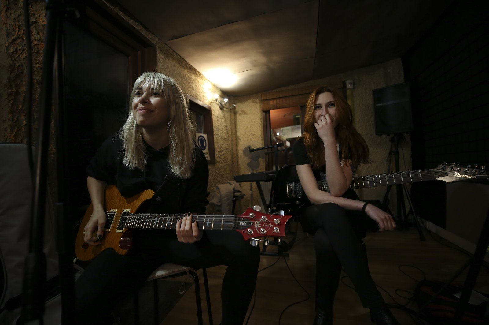 Ekin Gülmez (L) and Burcu Özbek, guitarists of the group, rehearse for their concert. (AA Photo)