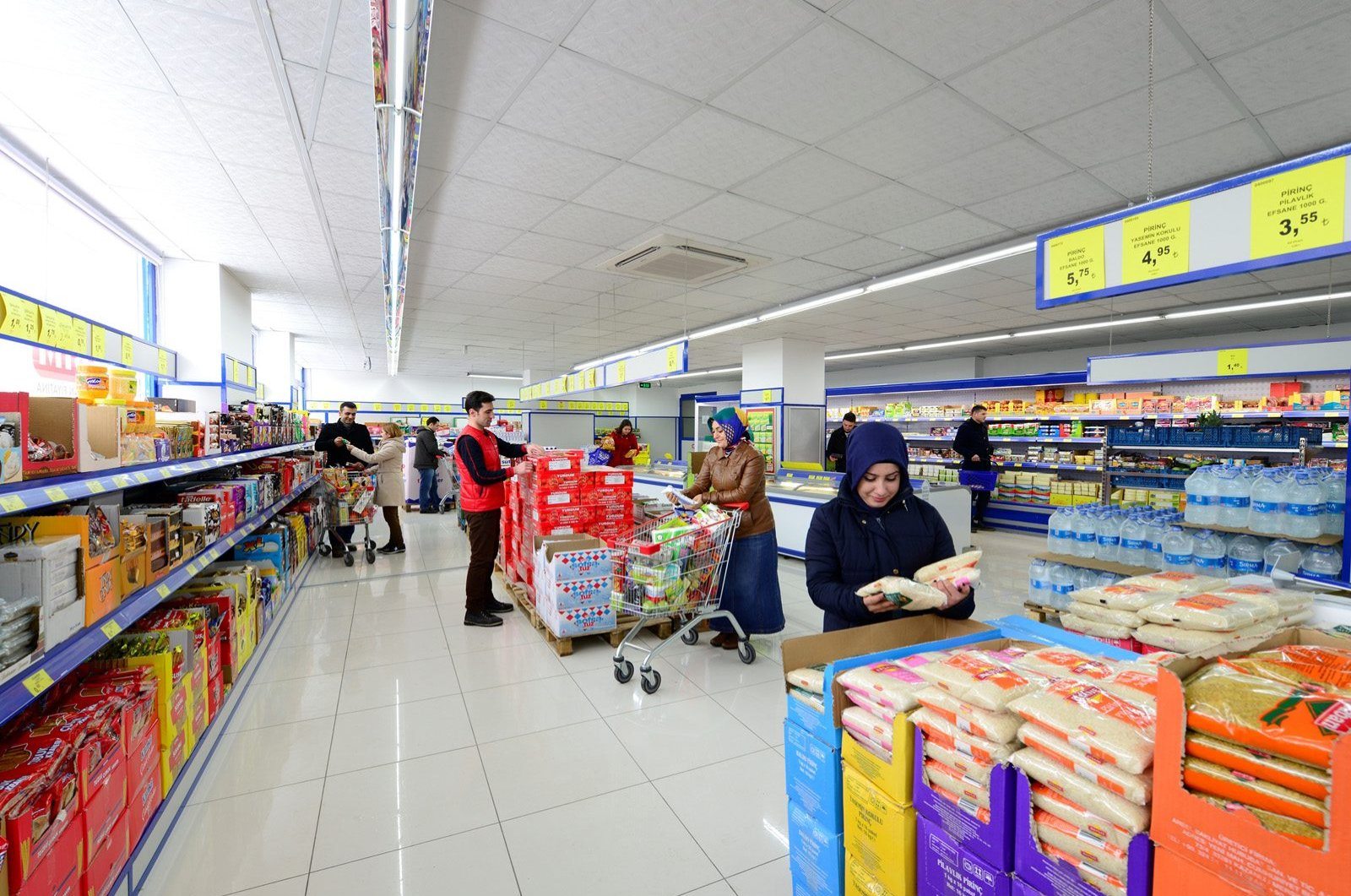 Customers seen while doing shopping at one of the branches of Turkey's largest retailer BİM, Nov. 1, 2019.