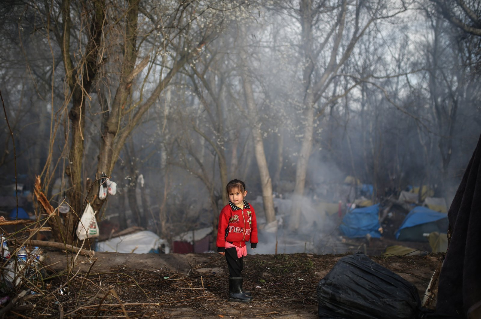 Syrian refugee child pictured near the Pazarkule border gate in Turkey's Edirne province (AA Photo)