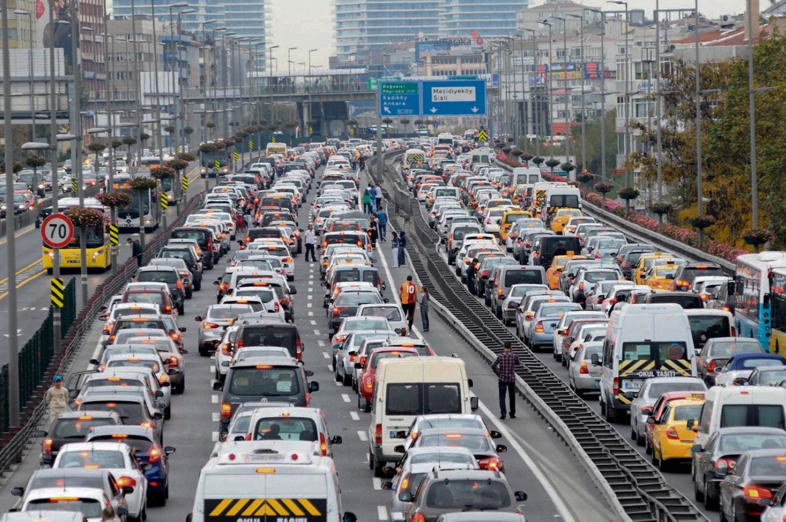 Drivers wait in traffic in Istanbul, Feb. 13, 2019. (File Photo)