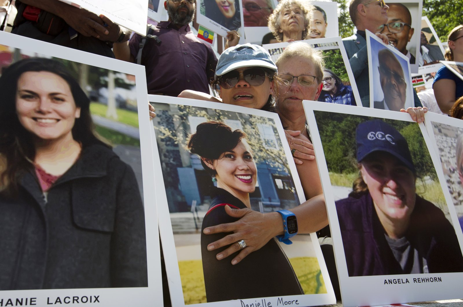 Mothers Clariss Moore (L) and Joana Vincent hold the pictures of their daughters during a vigil on the six-month anniversary of the crash of a Boeing 737 Max 8, Washington, D.C., Sept. 10, 2019. (AP Photo)