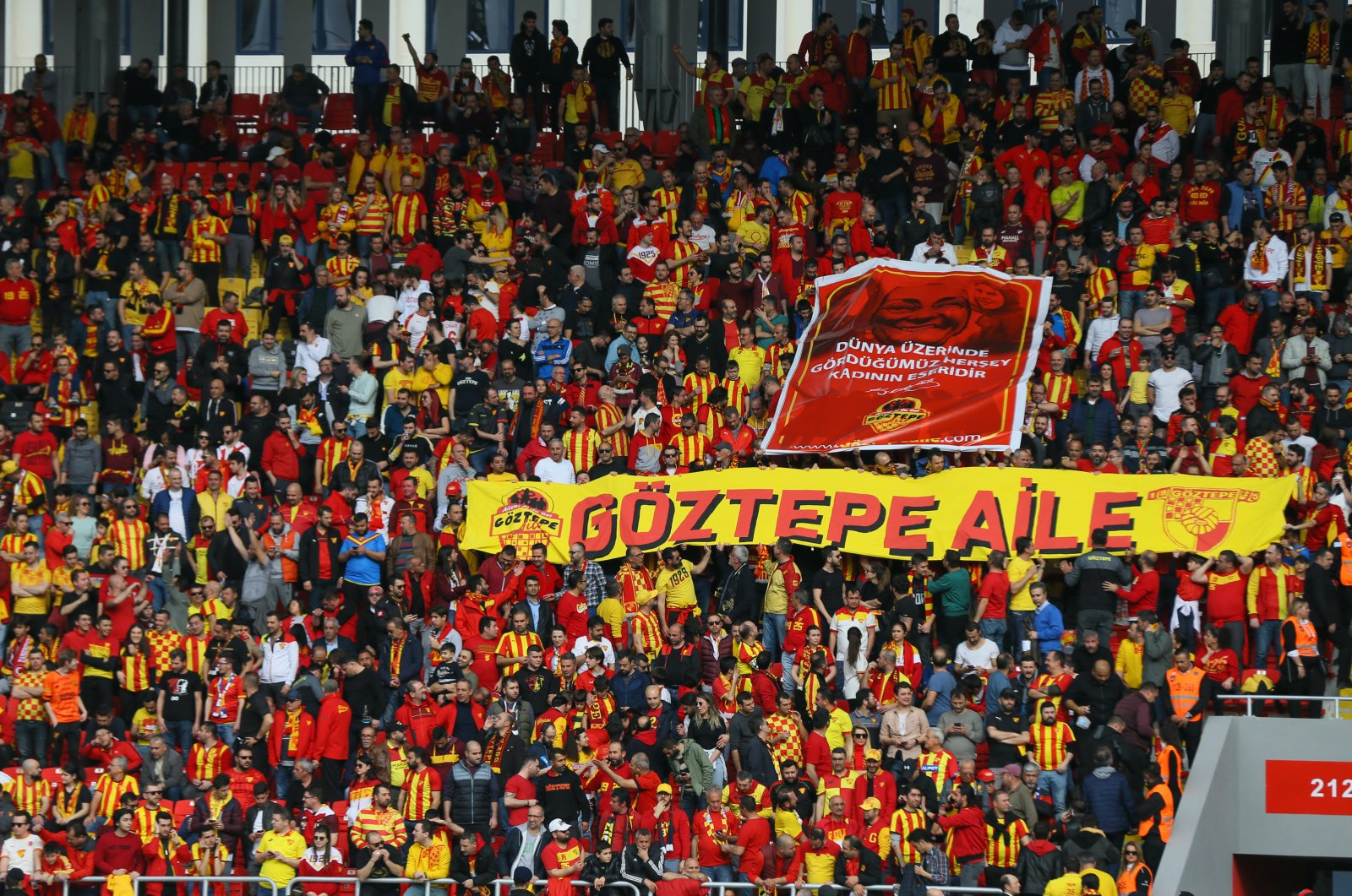 Göztepe fans fill the stands during a match against Başakşehir, March 7, 2020. (AA Photo)