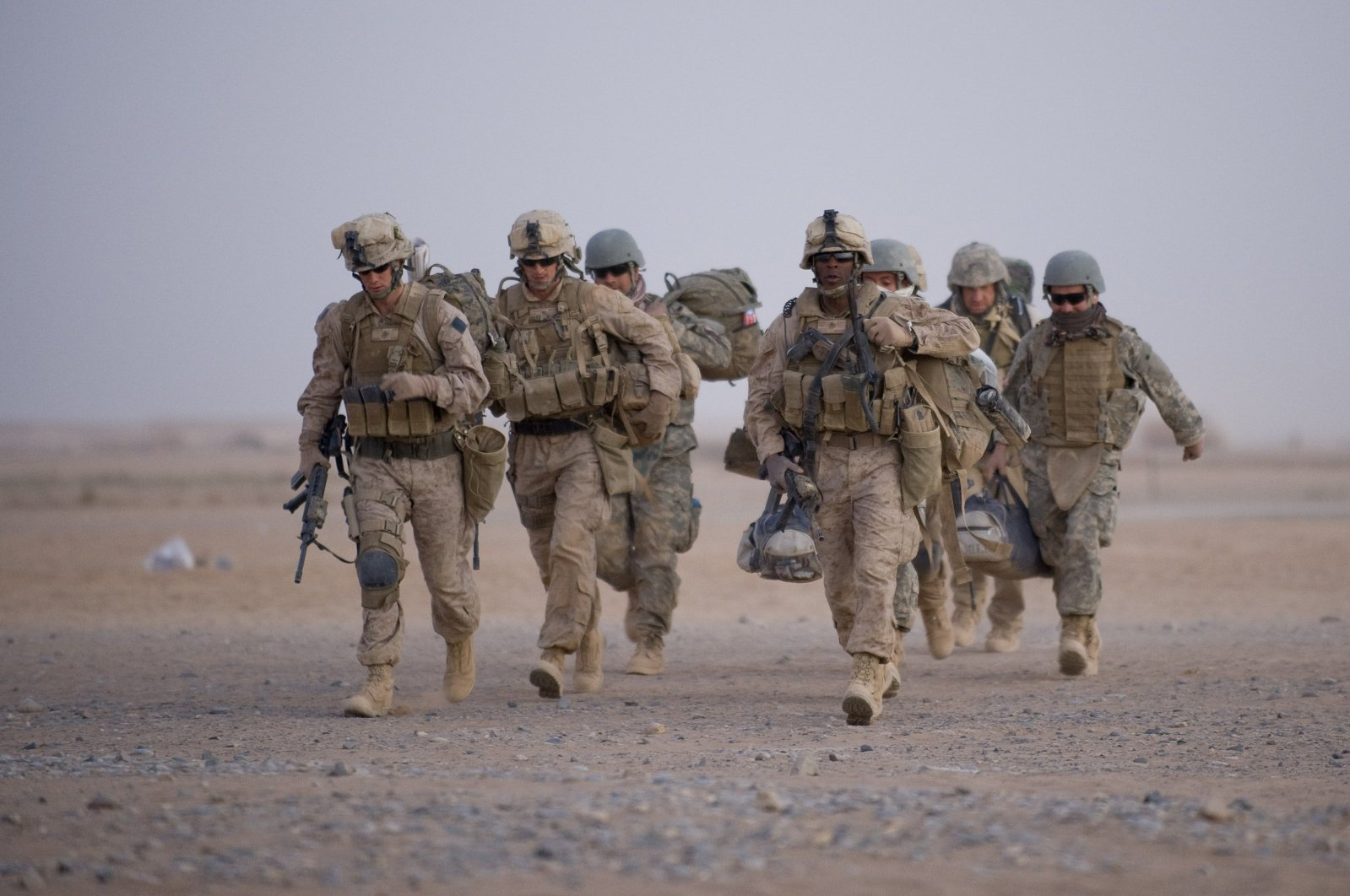 U.S. Marines walk toward helicopter transport as part of Operation Khanjar at Camp Dwyer in Helmand Province, July 2, 2009. (AFP Photo)