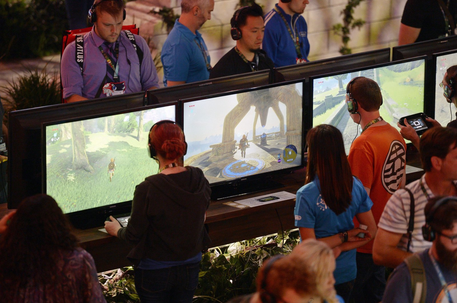 """Gamers try out """"The Legend of Zelda: Breath of the Wild"""" in the Nintendo booth during the annual E3 2016 gaming conference at the Los Angeles Convention Center in Los Angeles, California, June 14, 2016.  (AFP File Photo)"""