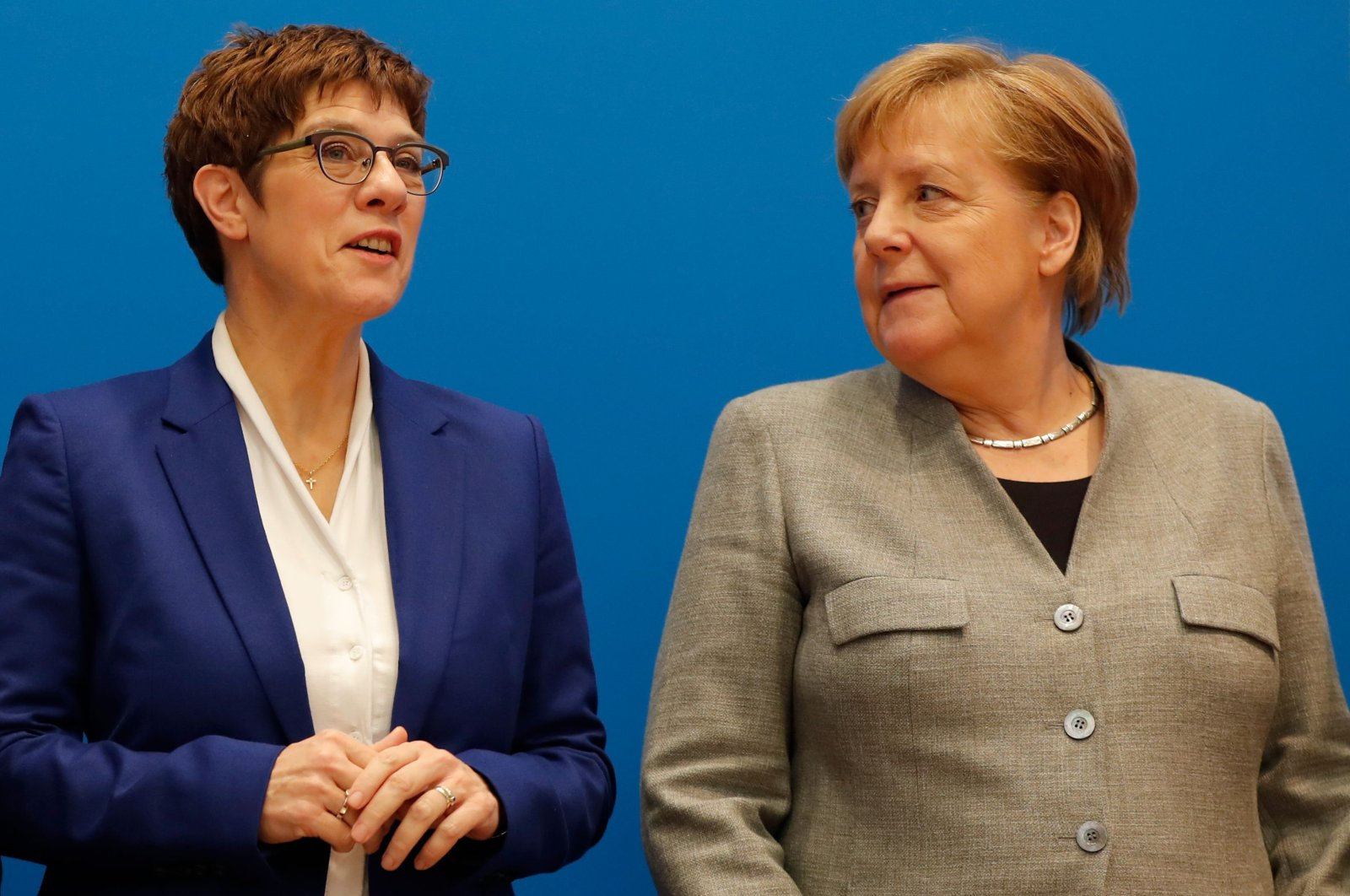 Annegret Kramp-Karrenbauer (L), leader of Germany's conservative CDU party, and German Chancellor Angela Merkel pose during a meeting with their party's leadership, Berlin, Feb. 10, 2020. (AFP Photo)
