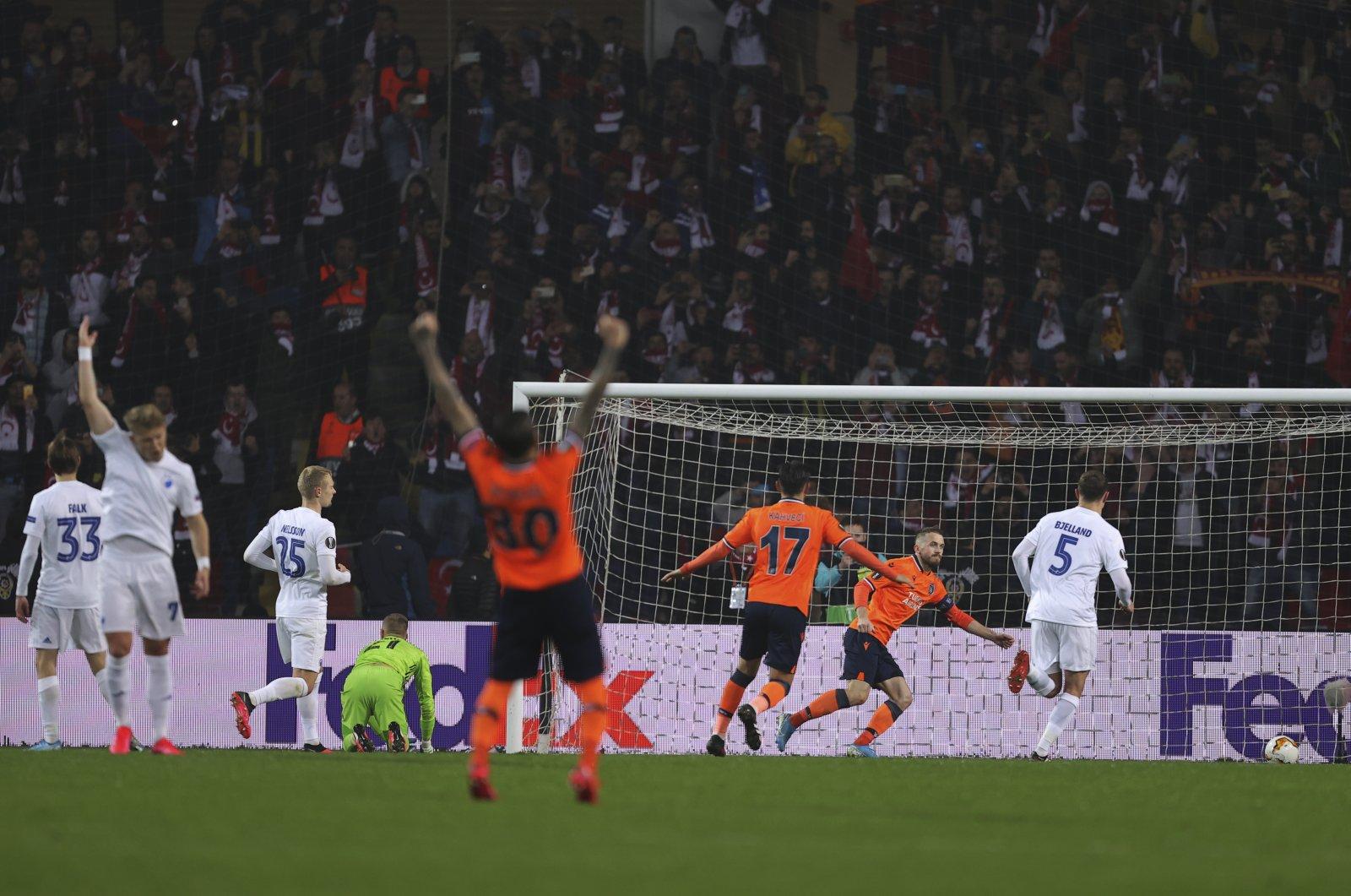 Başakşehir players celebrate Edin Visca's penalty goal against Copenhagen in a Europea League match, Istanbul, March 12, 2020. (AP Photo)